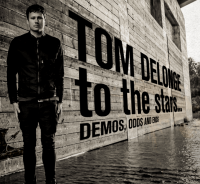 Esattamente 3 anni fa usciva To The Stars... Demos, Odds And Ends di Tom DeLonge!